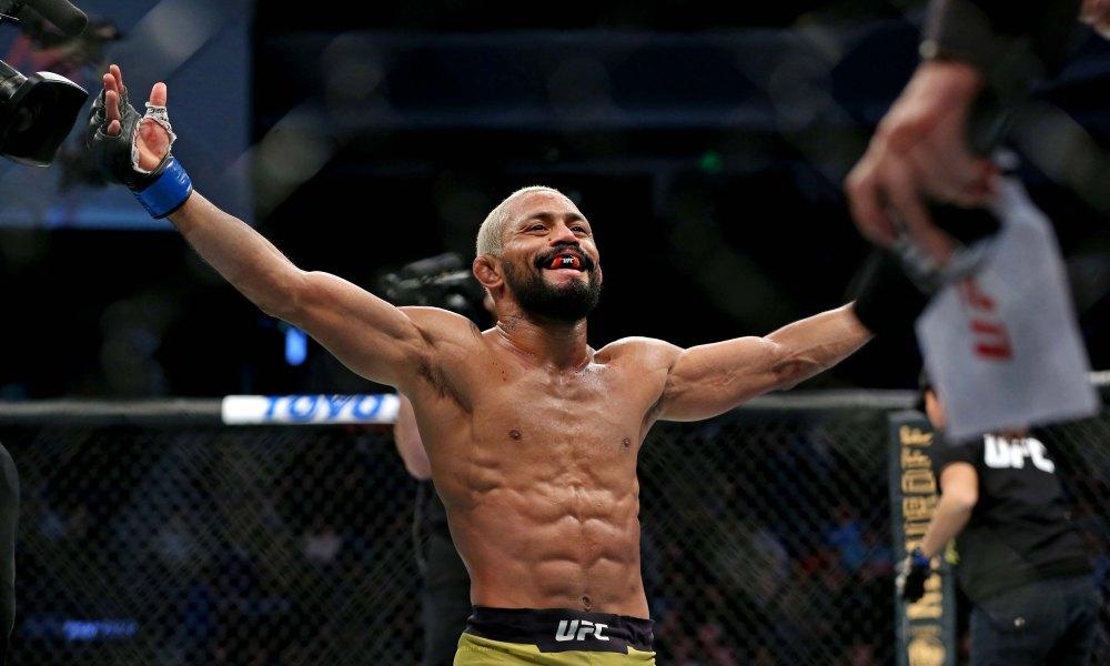 Чемпион UFC защитил титул в наилегчайшем весе
