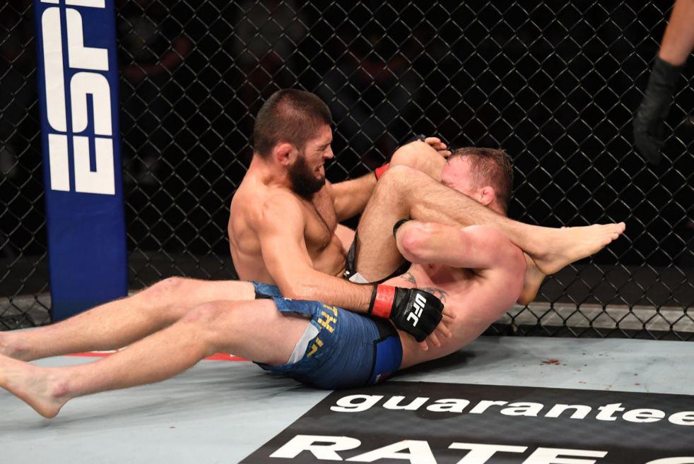 Хабиб задушил Гэтжи и сохранил титул чемпиона UFC