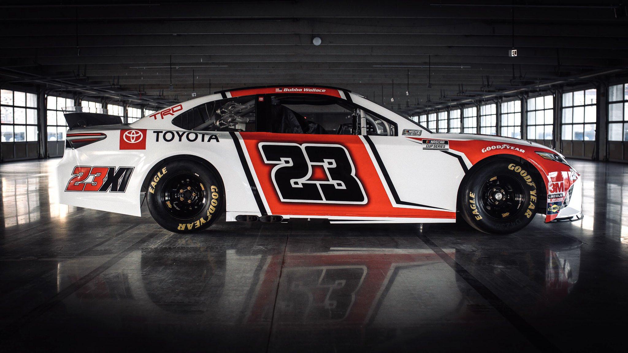 Команда Джордана в NASCAR презентовала автомобиль