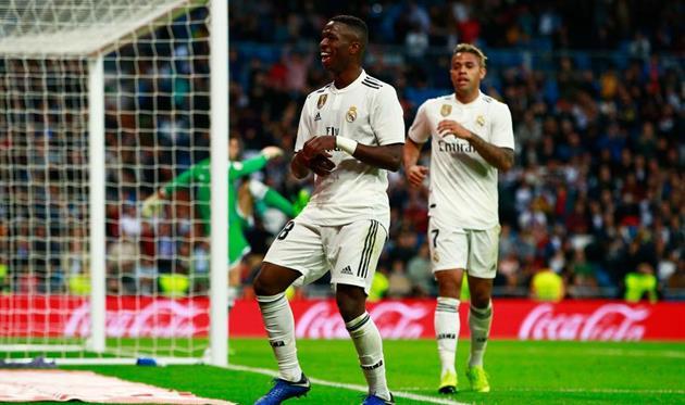 Нападающий «Реала» играет за «Барселону» в видеоиграх