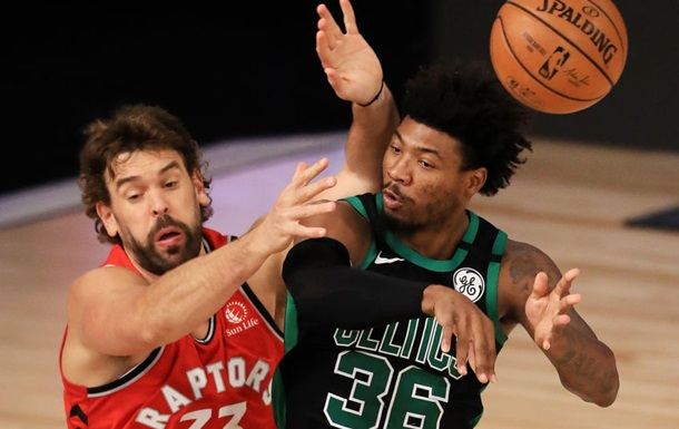 «Торонто» сложил полномочия чемпиона НБА